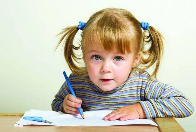 Fata de la școală