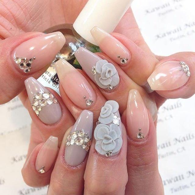 Modelarea acrilică pe unghii