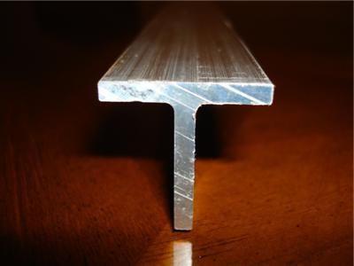 un profil din aluminiu în formă de t