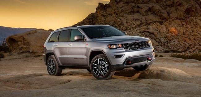 Jeep Grand Cherokee SRT8: opinii, specificatii si caracteristici