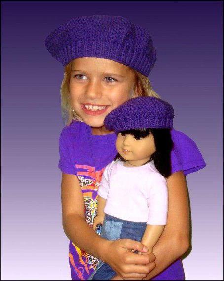 un copil ia ace de tricotat pentru o fată