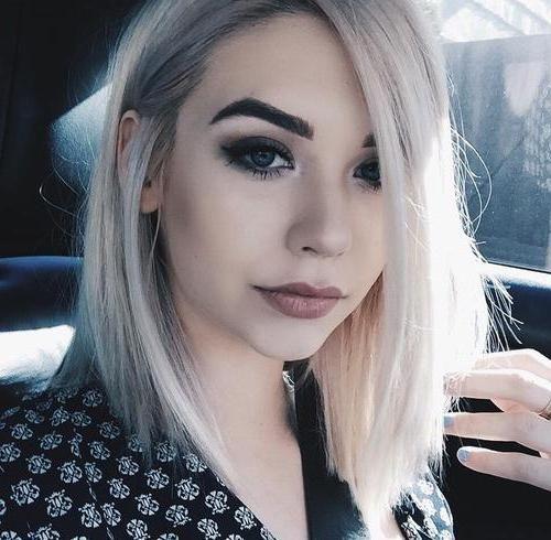 blonda cu fotografie sprâncenele negre