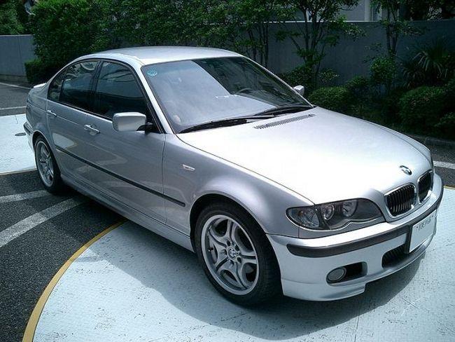 BMW-318 este o mașină solidă pentru clasa business