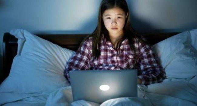 Suprasolicitarea la adolescent cauzează o durere de cap