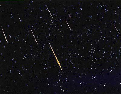 decât un meteor diferă de un meteorit