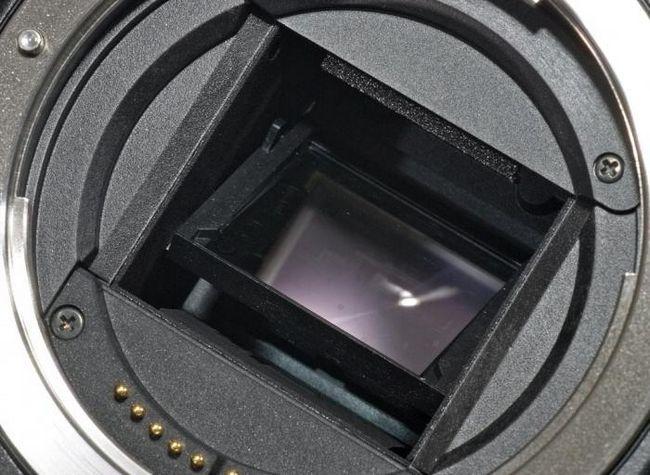 Чем отличается зеркальный фотоаппарат от цифрового и почему этот вопрос поставлен неправильно?
