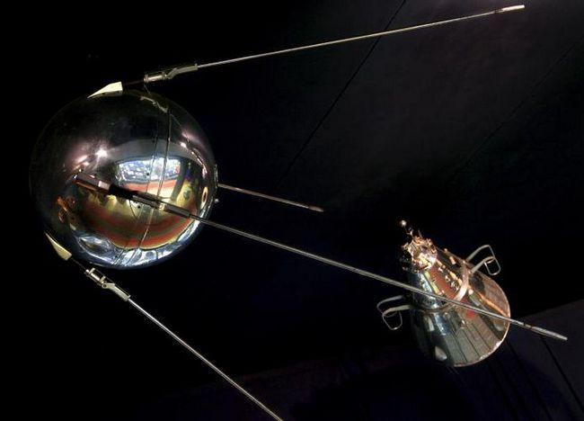 primii sateliți artificiali