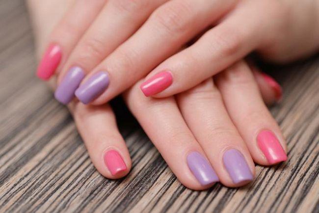 manichiura unghiilor colorate