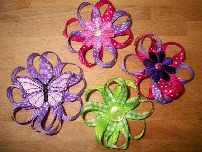 flori realizate din panglici subțiri
