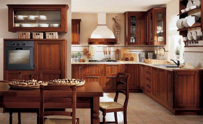 Interiorul bucătăriei în stil clasic