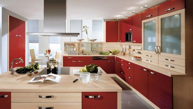 Culoarea roșie în interiorul bucătăriei