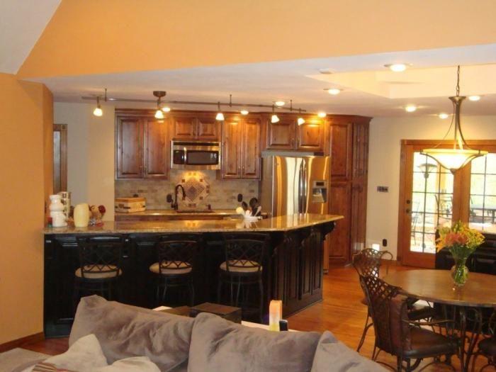 Bucătărie și design de cameră împreună.