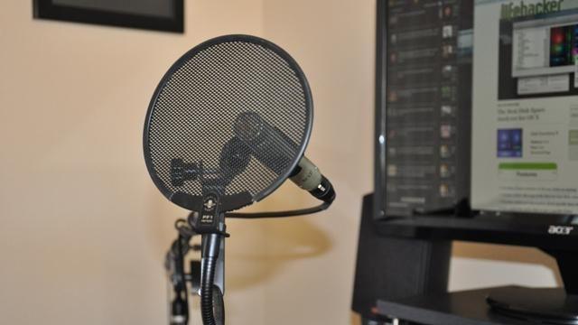 microfon cu propriile mâini