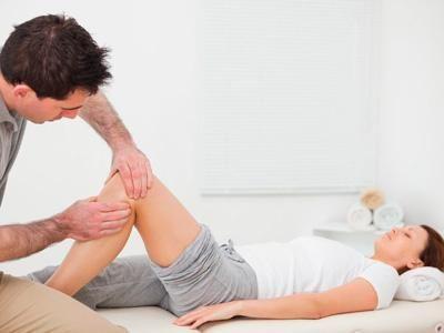 Dacă genunchii sunt umflați, trebuie să vedeți un doctor