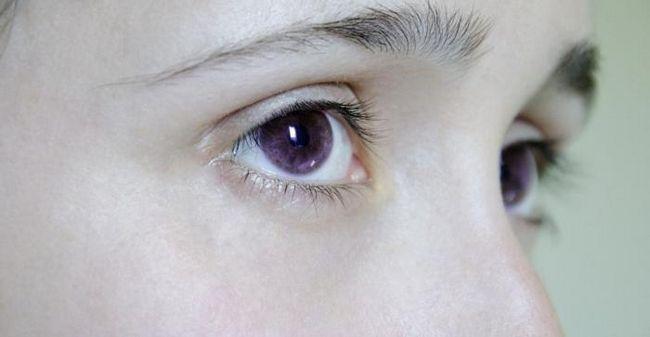 violet culoarea ochilor