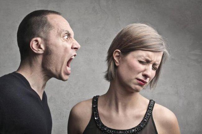 de ce bărbații umilesc femei