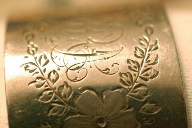 Gravura pe metal este un cadou nobil și excelent pentru toate ocaziile!