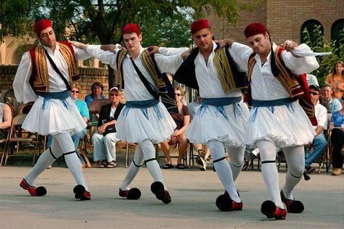 Dans grecesc. Serra, Maharja și Sirtaki