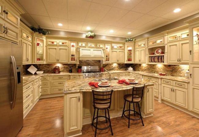bucătărie mică în stil clasic