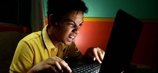 Dependența de Internet la adolescenți și adulți: cauze și consecințe