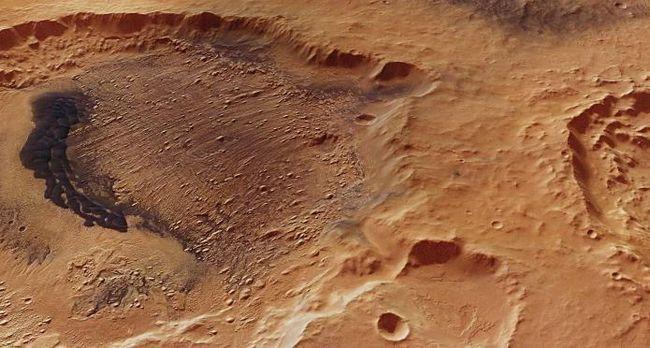 Dealuri înalte ale craterului Danielson
