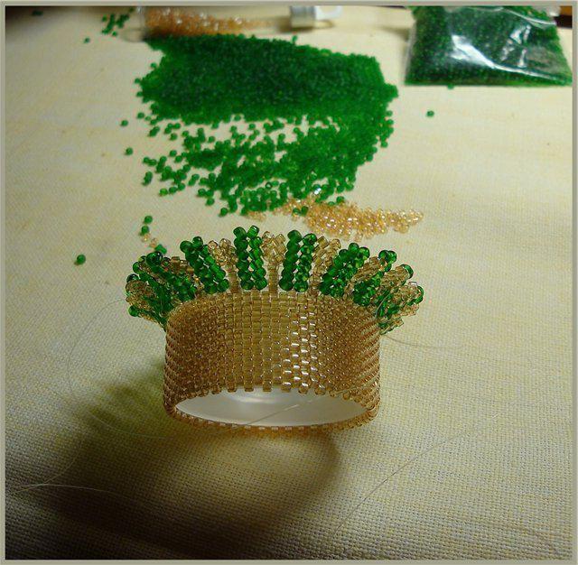 ouă din modele de țesături de mărgele