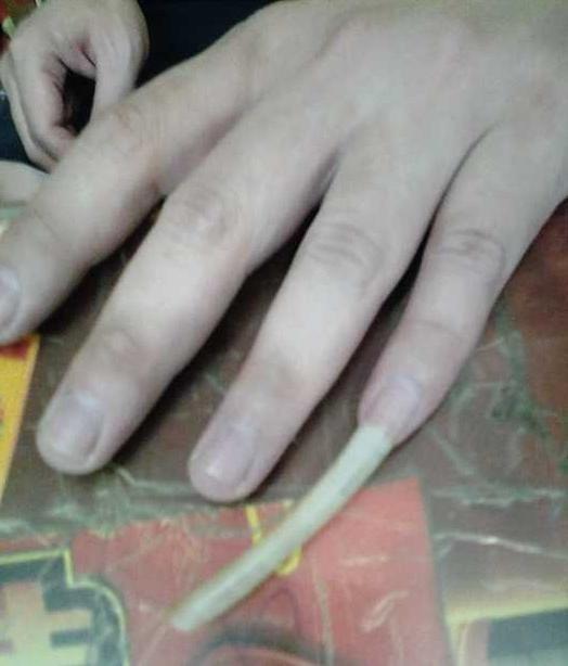 de ce bărbații își cresc unghiile pe degete mici