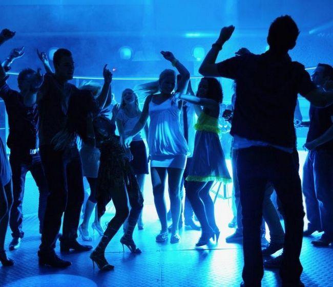 Cum să dansezi o fată într-un club: cinci sfaturi utile