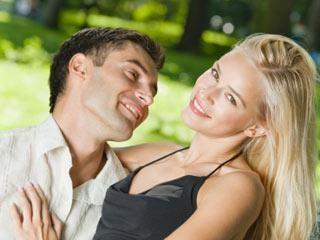 Cum să flirtezi cu o fată? Sfaturi practice și recomandări