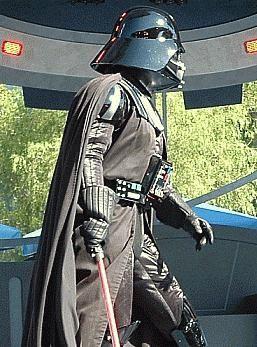 Cum sa faci tu un costum Darth Vader?
