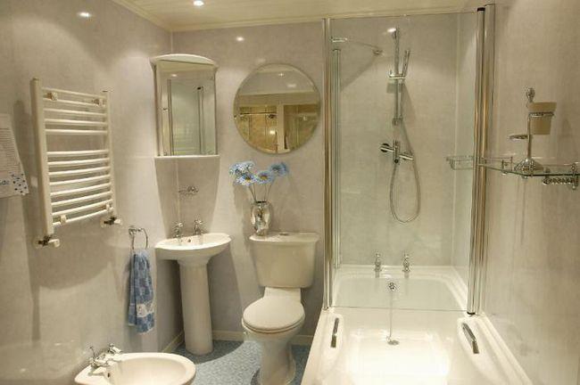 baie cu panouri din plastic
