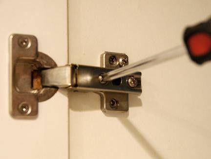 как правильно отрегулировать двери шкафа