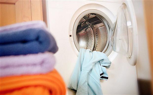 cum se spală uleiul de motor din haine