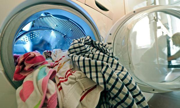 cum se spală uleiul de motor de la haine la domiciliu