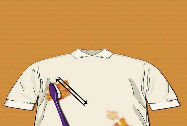 spălați uleiul de motor din haine