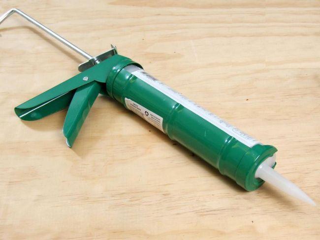 Pistol pentru unghiile lichide