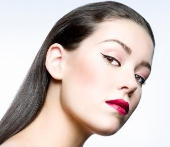 cum să-ți vopsești ochii cu ajutorul unui eyeliner lichid