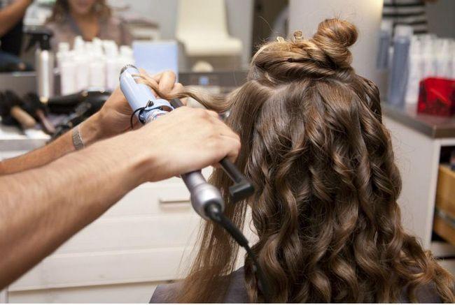 Cum să încurci părul curling acasă?