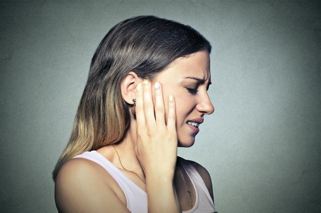 Îmi pot spăla urechile cu peroxid de hidrogen?