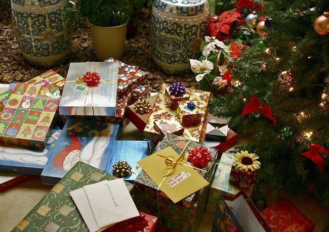 Cum sa faci un arc de panglica pentru decorarea cadourilor?