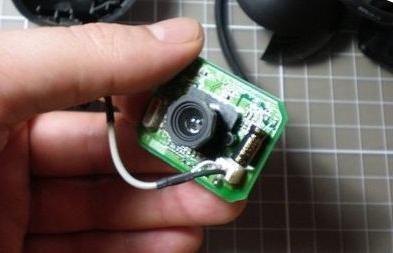 Cum de a face un microscop dintr-o cameră web cu mâinile tale?