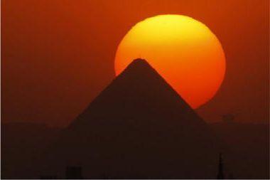 Cum să faci o piramidă sau a șaptea surpriză a lumii acasă?