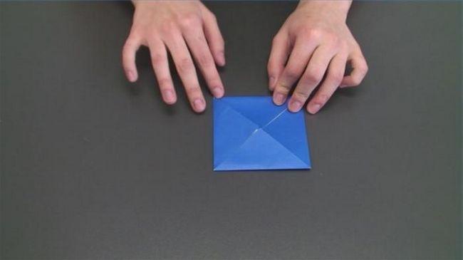 cum se face o piramidă de hârtie