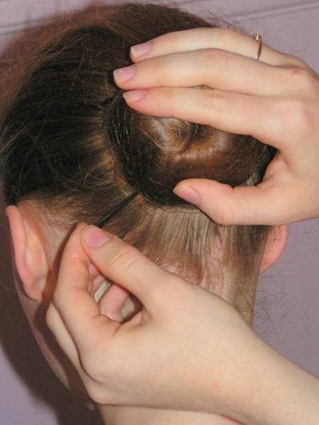 coafura bun pe păr mediu
