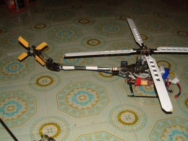 elicopterul de casă pe controlul radio