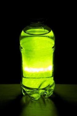 Как сделать светящуюся жидкость в домашних условиях?