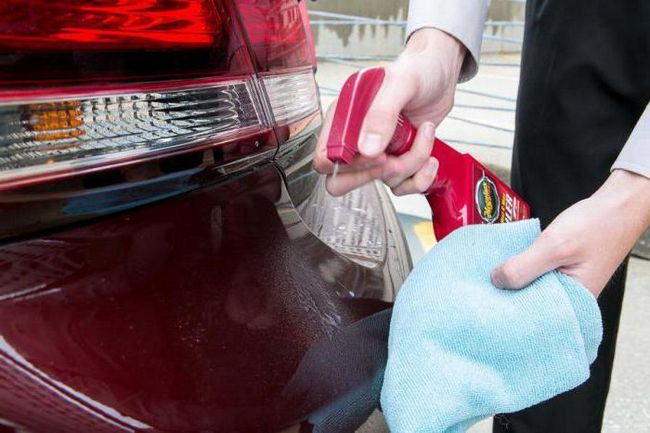cum să eliminați un autocolant din geamul mașinii