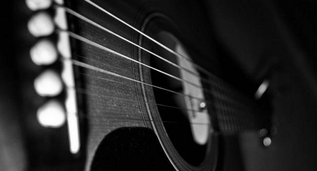 Cum sa alegi cele mai bune siruri de caractere pentru o chitara acustica