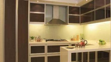 Interiorul bucătăriei în stil modern
