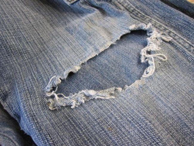 Cum de a coase o gaură pe blugi ușor și rapid?